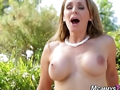Full-grown stepmom rides face