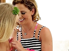 Staci Carr, Cherie DeVille to hand Mommy'_s Girl