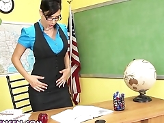 Jelena Jensen Shows You How to Purchase Extra Credit!