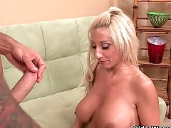 Kermis milf picked up from laundry makes porn movie