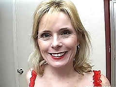 Super sexy doyen lady in red plays thither the brush wet pussy